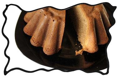 Cut spice cake