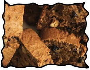 Applesauce cake with raisins and cashew nuts